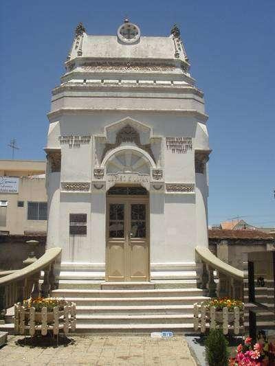 Capela Killian construída em 1918, em alvenaria com linhas arquitetônicas ecléticas,