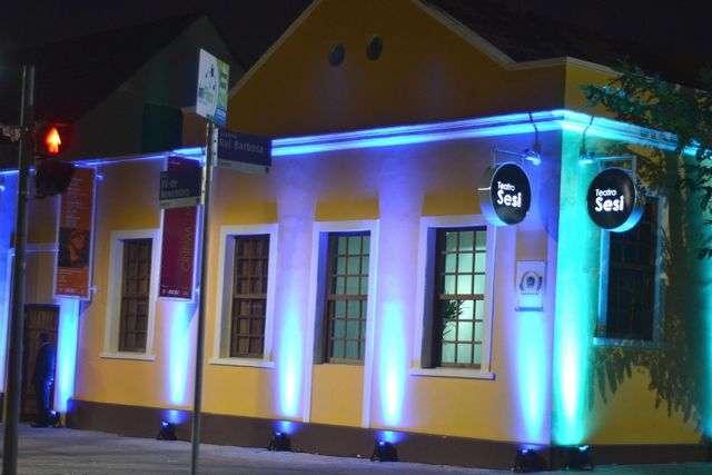Teatro SESI oferece uma programação cultural variada de cinema, música e teatro