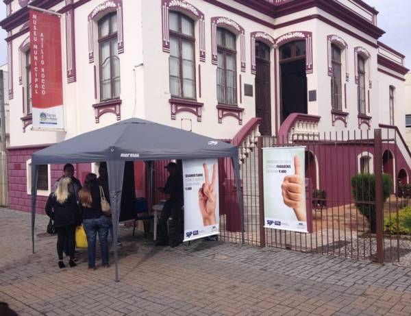 A Câmara Municipal promove campanha para conscientizar as pessoas sobre o título de eleitor em São José dos Pinhais. Foto: Victor Guedes