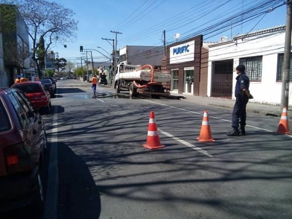 A limpeza não evitou o cheiro ruim, que se espalhou pela Cidade (Fotos: Guiasjp)