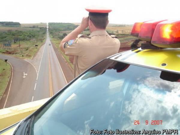 Radares móveis e bafômetros serão utilizados pelos policiais (Foto: PM-PR)