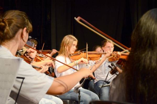 Aula de Violino, no Patronato Santo Antônio (Fotos: PMSJP)