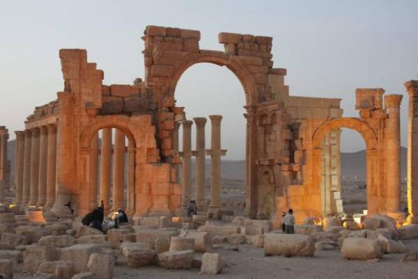 Arco do Triunfo na antiga cidade de Palmira no centro da Síria. Foto: Imagem Youssef Badawi/EPA/Agência Lusa