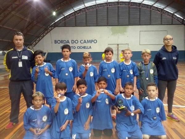 Meninos da categoria Sub-10 que participaram da Copinha de Futsal da Secretaria de Esporte e Lazer (Foto:PMSJP)