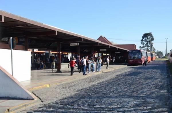 Vinte e quatro linhas passam pelo terminal diariamente (Foto: PMSJP)