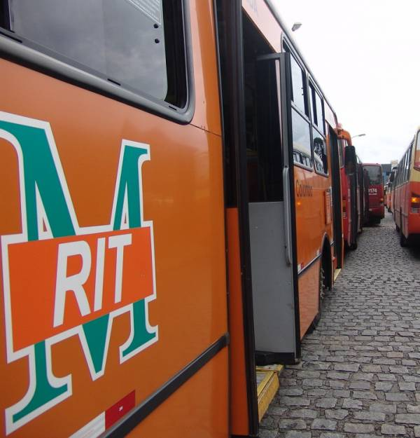 Linha Colombo/SJP não faz mais integração no Afonso Pena (Foto: Mauren Luc)