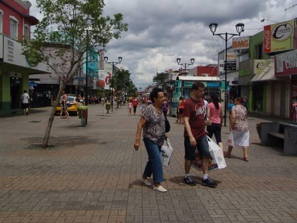 Na Rua XV, lojas abrirão até 22h (Foto: Mauren Luc)