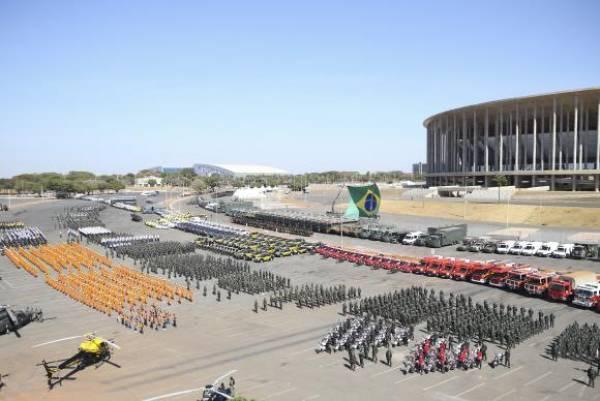 Brasília - O governador do Distrito Federal, Rodrigo Rollemberg, apresentou aparato que será usado na segurança da Olimpíada. Foto: José Cruz/Agência Brasil