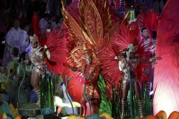 Apesar da chuva, a festa de encerramento da Rio 2016 acabou em carnaval no Maracanã. Foto: Reuters/Kevin Lamarque/Direitos Reservados