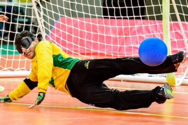 Atleta paralímpico treina para disputar o goalball - Foto: Divulgação CPB