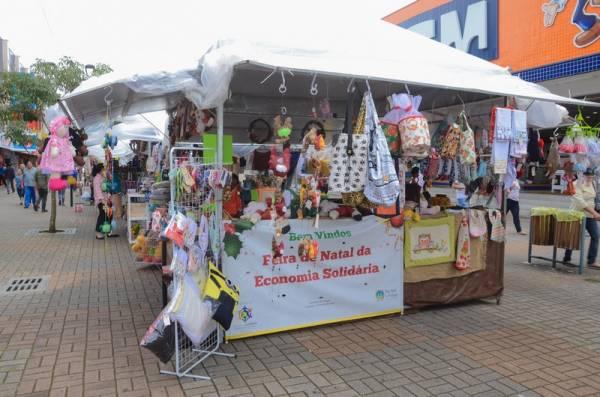 A Feira de Natal acontece na Rua Xv de Novembro, entre as Ruas Tenente Djalma Dutra e Marechal Deodoro da Fonseca (Foto: Divulgação/PMSJP)