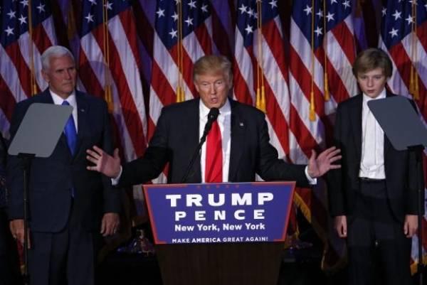 Para manter os níveis de emprego, Donald Trump ameaça punir empresas que pretendem sair dos Estados Unidos. Foto: Shawn Thew / EPA / Lusa