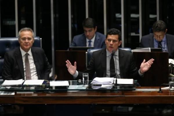 Brasília - O presidente do Senado, Renan Calheiros, e o juiz federal Sérgio Moro durante debate do PL 280/2016, sobre abuso de autoridade. Foto: Fabio Rodrigues Pozzebom/Agência Brasil