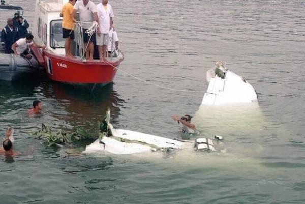 Equipes trabalham no resgate dos corpos do acidente aéreo em Paraty (Reprodução/Twitter Aeroagora). Foto: Reprodução/Twitter Aeroagora