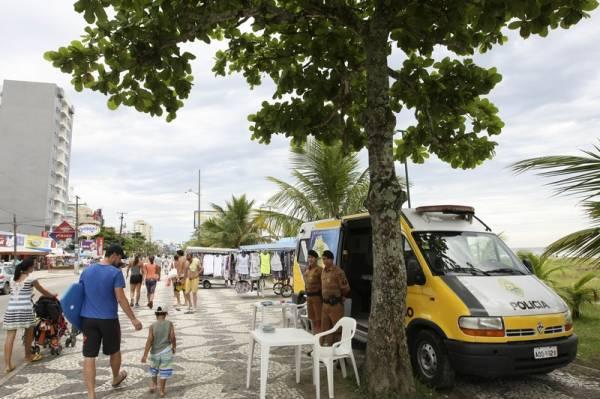 Polícia Militar orienta veranistas sobre cuidados com a segurança no Carnaval - Foto Jonas Oliveira/AENPr