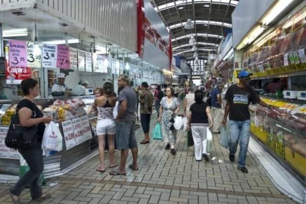 Consumidores  fazem  compras  em  supermercado. Foto: Marcelo  Camargo/Arquivo/Agência  Brasil