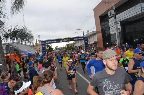 Mais de dois mil participantes fizeram o sucesso da 3ª Meia Maratona de São José dos Pinhais neste domingo (Foto: Divulgação/Semel)