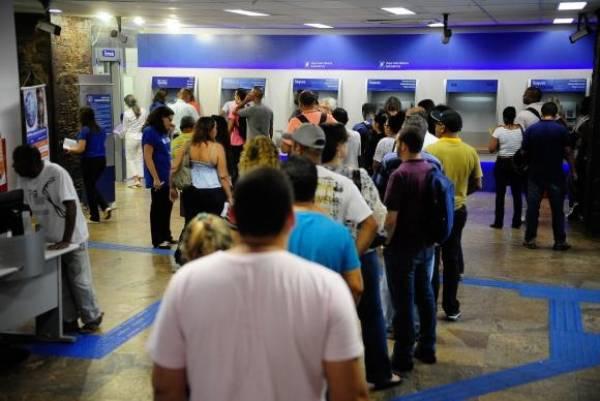 Agência da Caixa no Rio tem fila para o saque do FGTS de contas inativas - Tomaz Silva/Agência Brasil