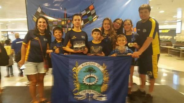 Delegação de São José dos Pinhais que representou a cidade na capital federal (Foto: Divulgação/Semel)