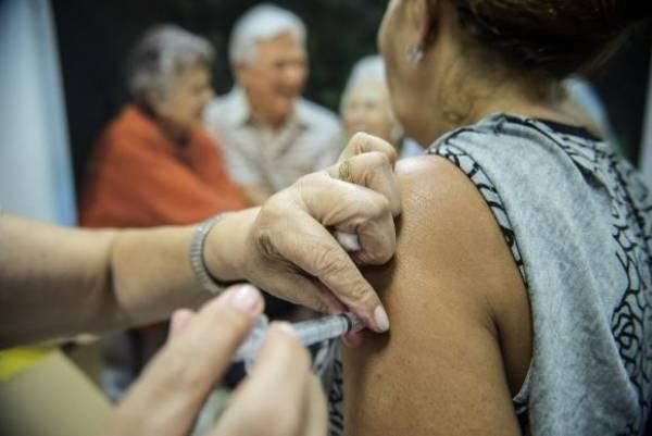 Idosos são vacinados contra a gripe -Marcelo Camargo/Arquivo Agência Brasil