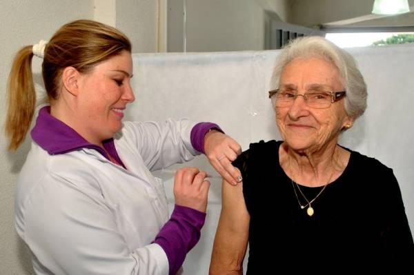 Começa nesta segunda-feira (17) a campanha de vacinação contra a gripe. No Paraná, 3,1 milhões de pessoas estão aptas para receber a vacina em 2017. Curitiba, 17/04/2017. Foto: Arquivo ANPr