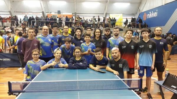 Delegação de São José dos Pinhais que participou do campeonato Paranaense de Tênis de Mesa, na última semana, em Curitiba (Foto: Divulgação/Semel)
