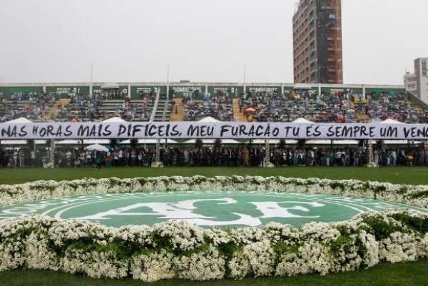 Cerimônia em Homenagem às vítimas do acidente com avião da Chapecoense, na Arena Condá. Foto: Beto Barata/PR