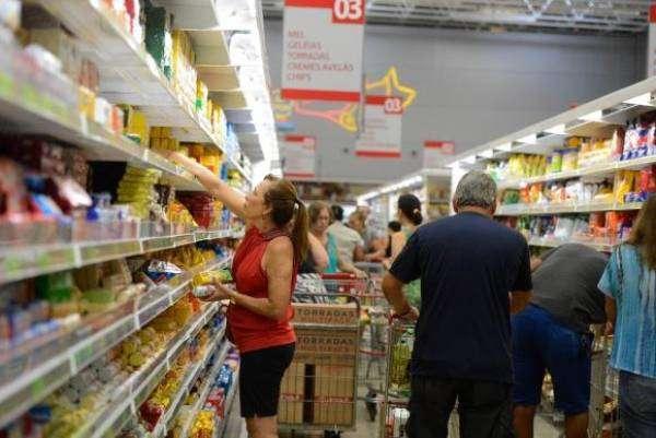 Queda da inflação estimula o consumo e aumenta o poder de compra dos consumidores. Foto: Tânia Rêgo/Agência Brasil
