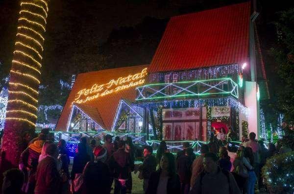 Mas quem quiser visitar a iluminação externa, entre os 24 e 28 de dezembro, a entrada é franca (Foto: Paulo Szostak/PMSJP)