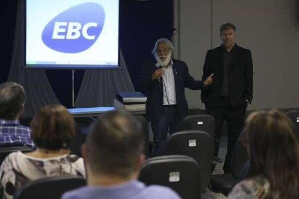 O diretor-presidente da Aadasa, Paulo Salles, e o diretor da agência Jorge Enoch Furquim Werneck Lima participam de palestra sobre o 8º Fórum mundial da Água, na EBC. Foto: José Cruz/Agência Brasil