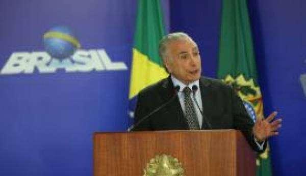 Brasília - O presidente Michel Temer anuncia a liberação de recursos para o Programa de Fomento às Escolas de Ensino Médio em Tempo Integral (Antonio Cruz/Agência Brasil)