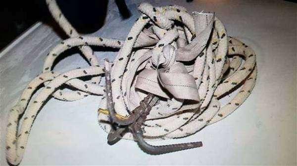 Corda encontrada com o suspeito, que estava no telhado da Delegacia de Polícia (Foto: Divulgação/GMSJP)