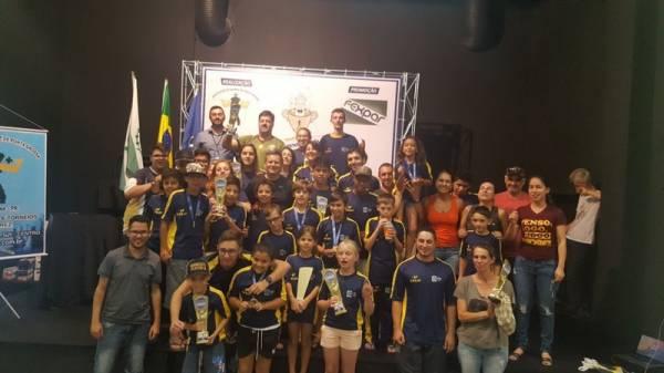 Delegação de São José dos Pinhais que conquistou mais um título para o Xadrez (Foto: Divulgação/Semel)