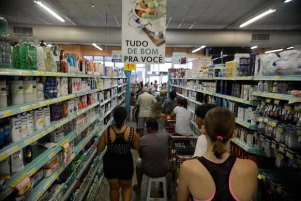 Nova redução na taxa básica de juros terá reflexos sobre o consumo. Foto: Arquivo/Tânia Rêgo/Agência Brasil