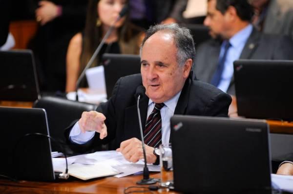 O relator da proposta, senador Cristovam Buarque, é favorável à inclusão da segurança no rol de prioridades da execução orçamentária. O texto inicial já assegurava prioridade para saúde e educação