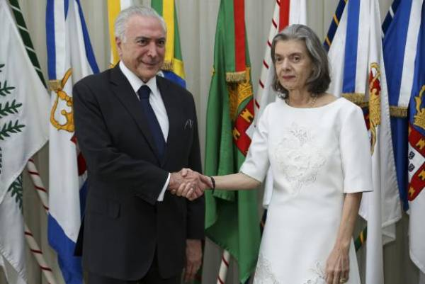 Brasília - Presidente Michel Temer transmite o cargo para a presidente do Supremo Tribunal Federal, ministra Cármen LúciaMarcos Corrêa/PR