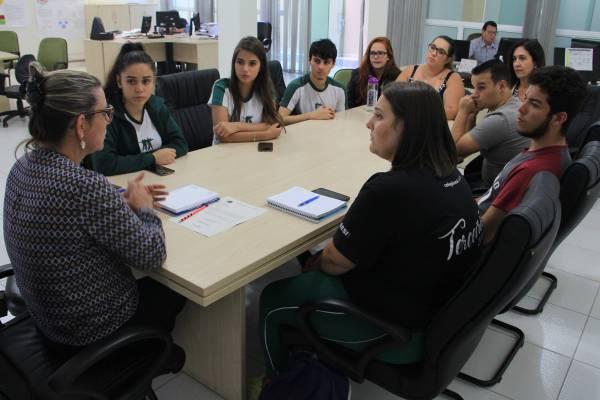 Em reunião com diretores da área os alunos expuseram reivindicações
