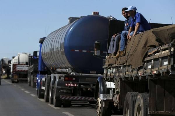 Caminhoneiros fazem protesto contra a alta no preço dos combustíveis  - Marcelo Camargo/Agência Brasil
