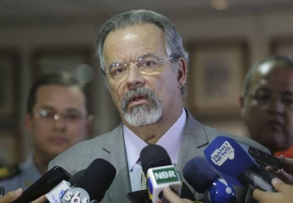 O ministro da Segurança Pública, Raul Jungmann  disse que o governo monitora [a greve dos caminhoneiros] e temos informações praticamente hora a hora, produzidas pela Polícia Rodoviária Federal e área de inteligência