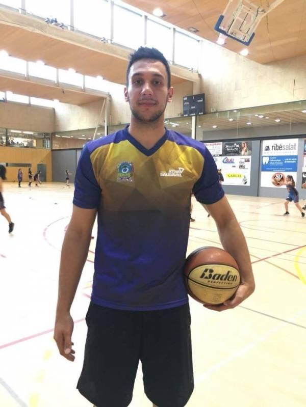 O atleta são-joseense Vithor Juliatto acaba de assinar contrato com o  Lliçá D'Amunt da Espanha.