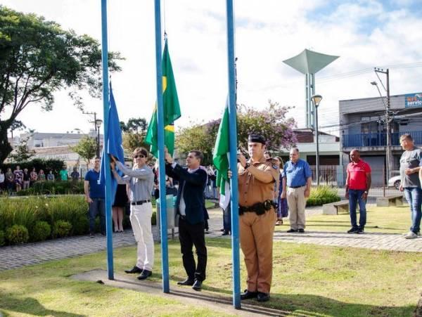 Ato cívico realizado no Paço municipal de São José dos Pinhais