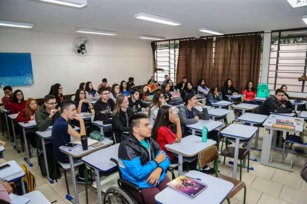 O secretário de Educação Renato Feder em visita na Escola Estadual São Cristóvão no início do ano letivo. Curitiba, 14/02/2019 - Foto: Geraldo Bubniak/ANPr