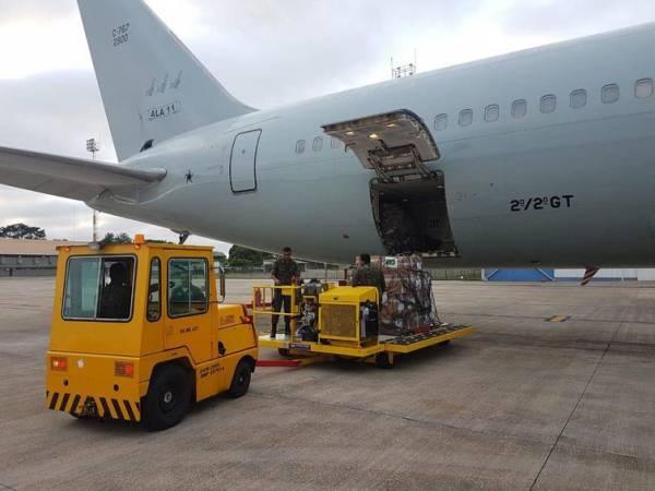Avião da FAB saiu de Brasília com quase 23 toneladas de leite em pó e 500 kits de primeiros socorros com destino a Boa Vista, Roraima, para a ajuda humanitária colocada à disposição dos venezuelanos - TV NBR/Divulgação