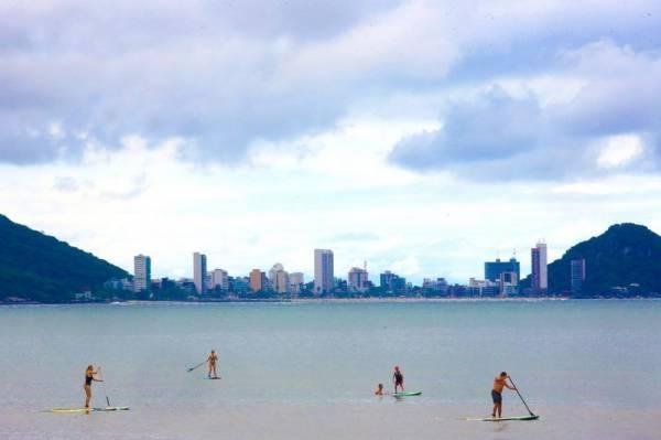 Águas do Litoral e Interior do Estado estão com a maioria dos pontos próprios para banho. Ponta da Pita, em Antonina, permanece impróprio.Foto: Jaelson Lucas/ANPr