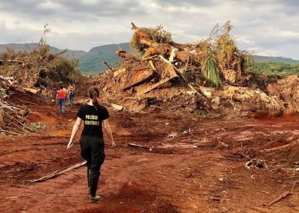 Equipe do Paraná durante resgates em Brumadinho (MG). Foto: Divulgação/ANPr
