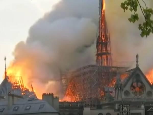 Incêncio em Notre Dame