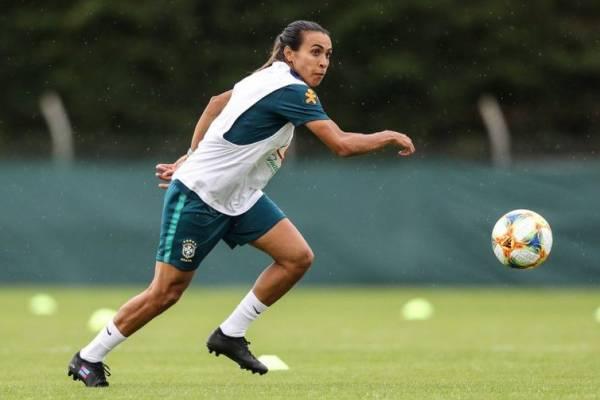 Marta volta a treinar com as demais jogadoras - Divulgação CBF