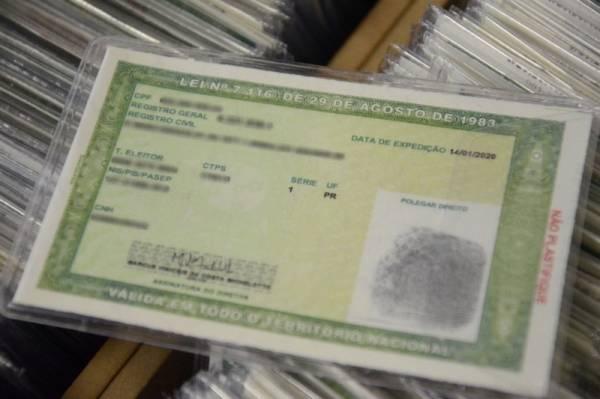 A Polícia Civil do Paraná (PCPR) iniciou a emissão de um novo modelo de carteira de identidade. O documento possibilita a inclusão de diversos dados e oferece mais segurança contra a falsificação. O antigo Registro Geral (RG) continua válido. Foto:Polícia Civil
