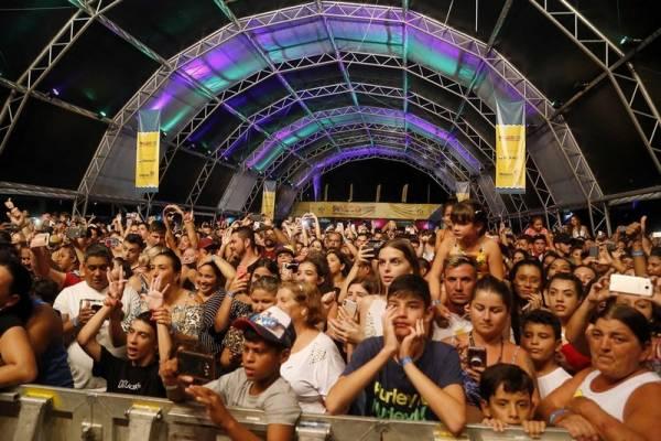 Litoral terá shows de Alexandre Pires e Eduardo Costa nesta sexta. Foto: Gilson Abreu/AEN