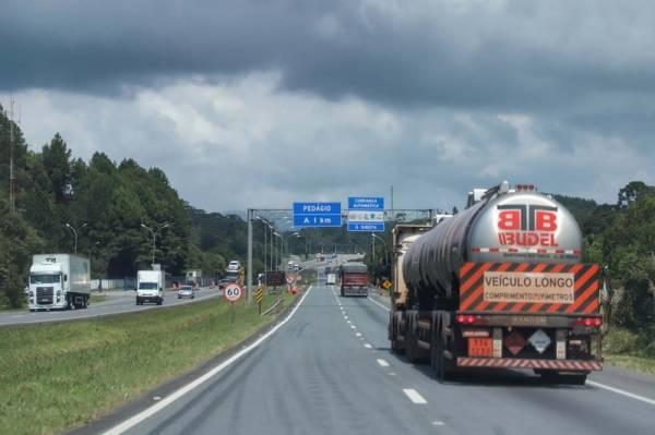 Governo do Paraná reforça cuidados e apoio aos caminhoneiros . Foto: Jose Fernando Ogura/AEN